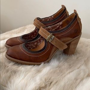 Ladies Timberland heeled clogs